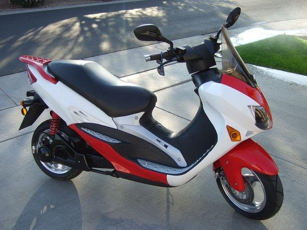800px-Fun-ev.com-scooter-024-389382-616x