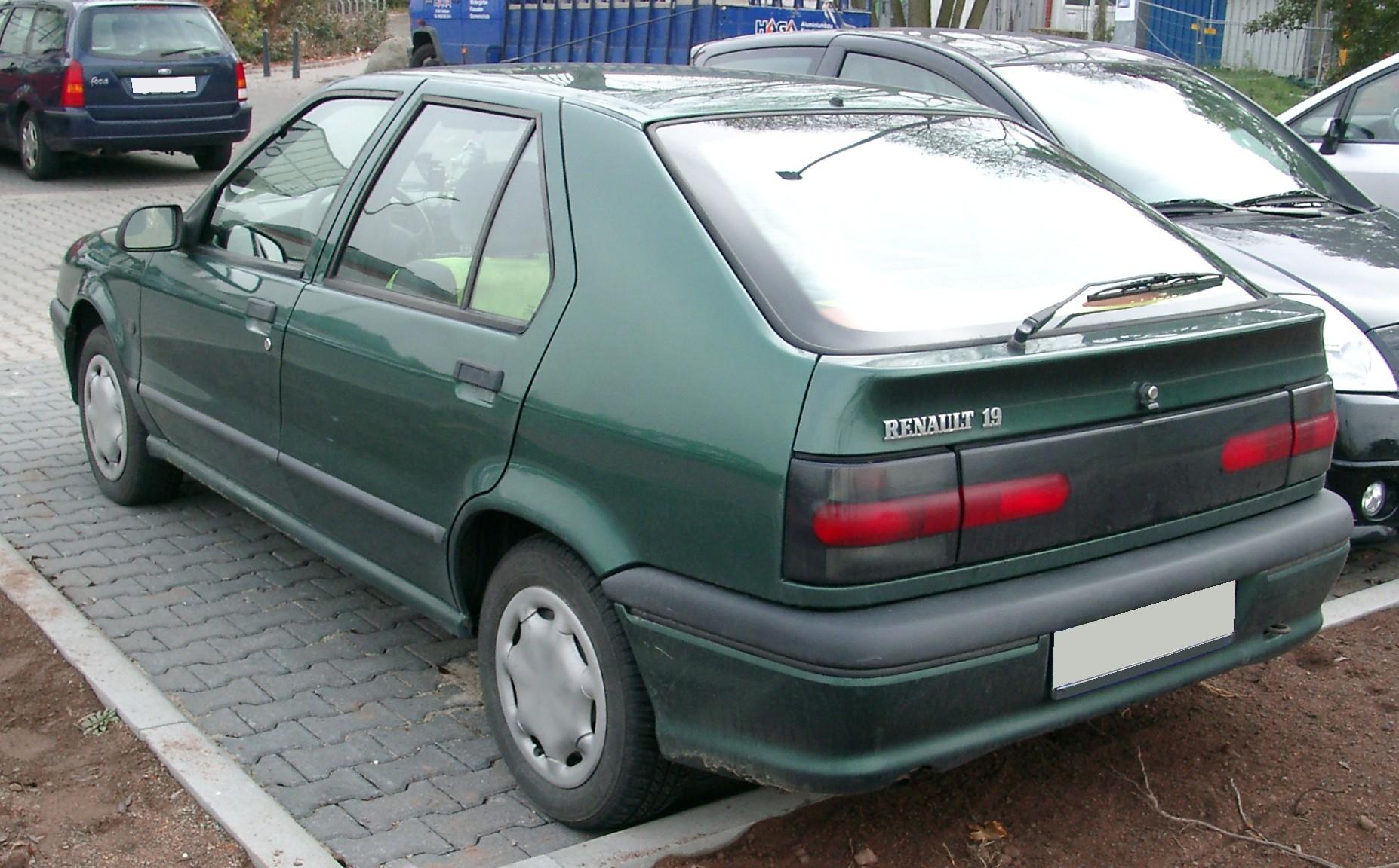 Renault_19_rear_20071031.jpg